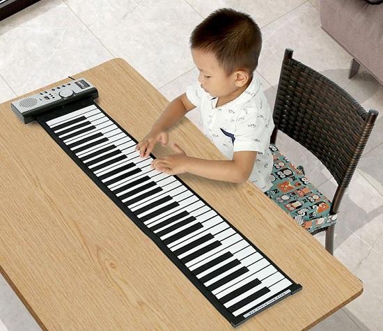 Đàn piano cuộn dẻo cho bé sáng tạo