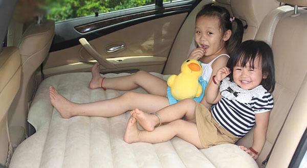 Đệm hơi ô tô – Giường hơi tiện ích cho ô tô